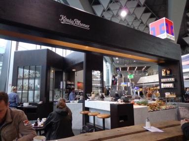 Salah satu kedai makanan di bandara Frankfurt