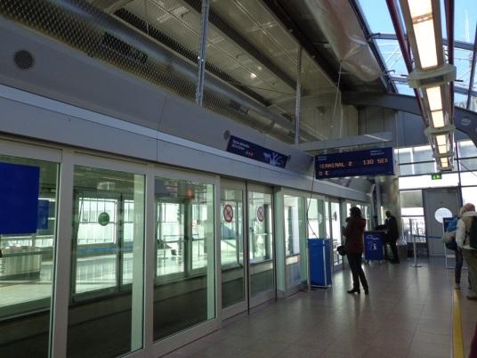 Gerbang salah satu terminal monorail
