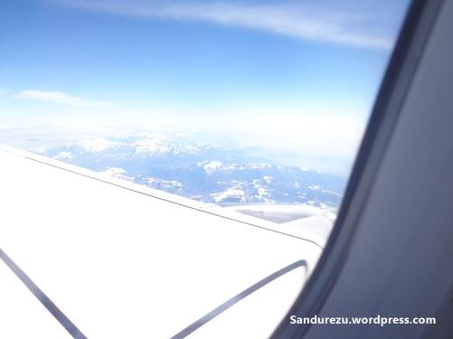 Pemandangan di luar jendela pesawat