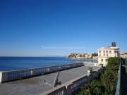 Di depan Ospedale Gaslini, terpampang laut yang sangat indah