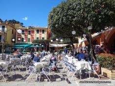 Cafe-cafe mahal di tepian dermaga portofino