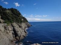Tepian dinding yang menghadap ke laut Mediterania