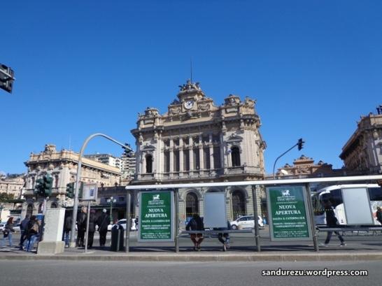 Genova Brignole Railway Station, Tempat ini merupakan pusat dari kota Genova. Tempat dimana seluruh moda transportasi publik di Genova bermuara, baik bis umum, bis antar kota, kereta listrik dan kereta bawah tanah. Tempat ini memiliki taman yang luas dan jalan yang lebar dengan banyak halte berdiri di pinggiran jalan yang terpisah-pisah. Sungguh rapi, bersih dan teratur. Setiap hari, tempat ini merupakan tempat yang selalu ku kunjungi jika hendak kemana-mana. :)