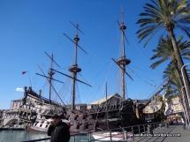 Replika kapal abad pertengahan di Porto Antico