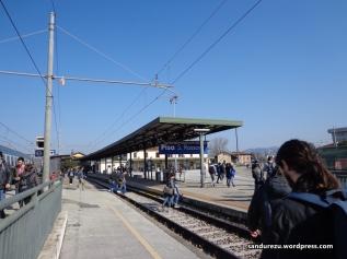 Pertama kali sampai di Pisa, turun di stasiun pinggir kota