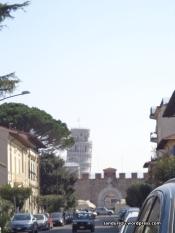 Pertama kali melihat menara pisa dari jauh, serasa mimpi