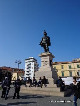 Monumen di depan pusat kota