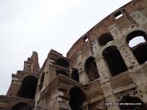 Arsitektur Colosseum yang sangat kuno