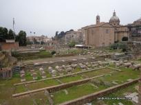 Roman Forum, di dekat kompleks Colosseum