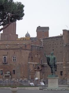 Bangunan-bangunan klasik yang menemani setiap langkah di Roma