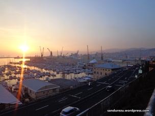 Sunset tepi pelabuhan di Genova