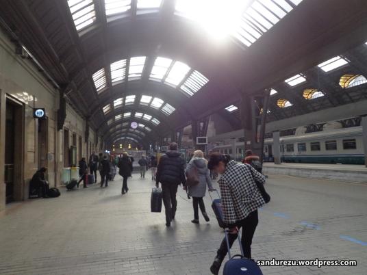 Untuk kedua kalinya, menginjakkan kaki di Milano Centrale Station, tempat bersejarah saat perjalanan di Italia ini bermula.