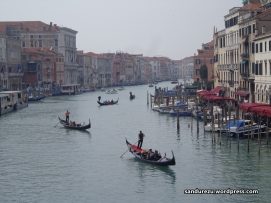 Grand Canal of Venice!! Masya Allah,. Gondola-gondola siap memanjakan pengunjung kota.