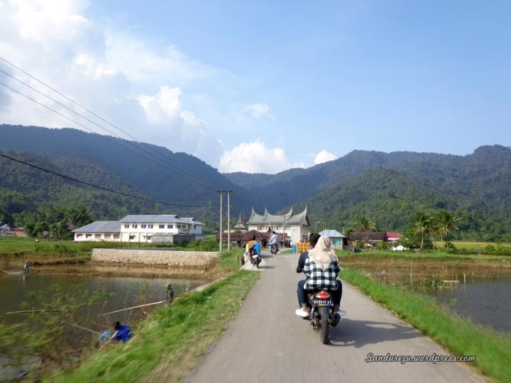 Jalan menuju Danau Tarusan Kamang