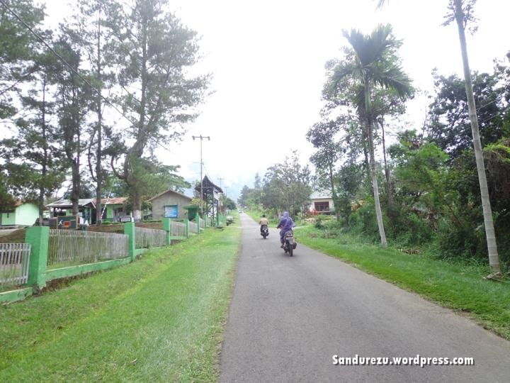 Jalan Mendaki ke Peternakan Padang Mengatas