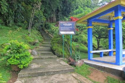 Sebelum masuk gua (www.indonesiakaya.com)