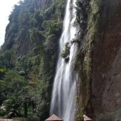 Air terjun lembah harau (http://s.kaskus.id)