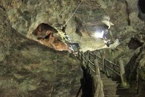 Di dalam gua (www.palingyess.com)