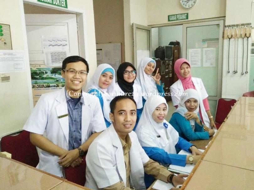 Foto bareng perawat IGD