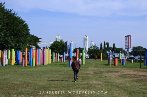 Taman tiang warna-warni di Banda Aceh