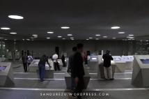 Melihat foto-foto pasca tsunami Aceh di layar monitor
