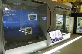 Bahan-bahan bacaan dan gambar di museum